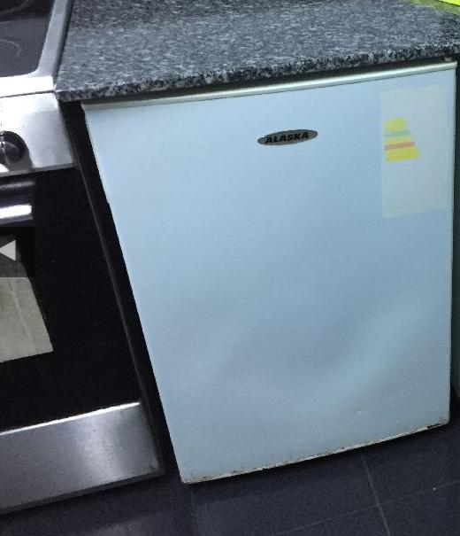 Kullanılmış tezgah altı buzdolabı (mini-büro tip buzdolap)